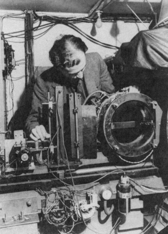 Clifford Butler adjusting the V-particle cloud chamber at Manchester